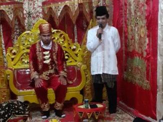 Pengukuhan gelar Muhammad Ridwan St,. Palito Alam.