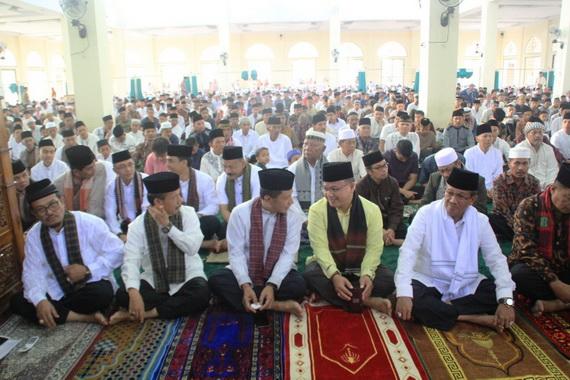 Shalat Idul Fitri Pemkab Solok di Koto Baru.
