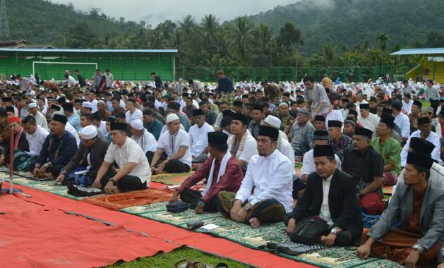 Suasana sholat Idulfitri 1440 H di lapangan M.Yamin Muaro Ibukota Kabupaten Sijunjung.
