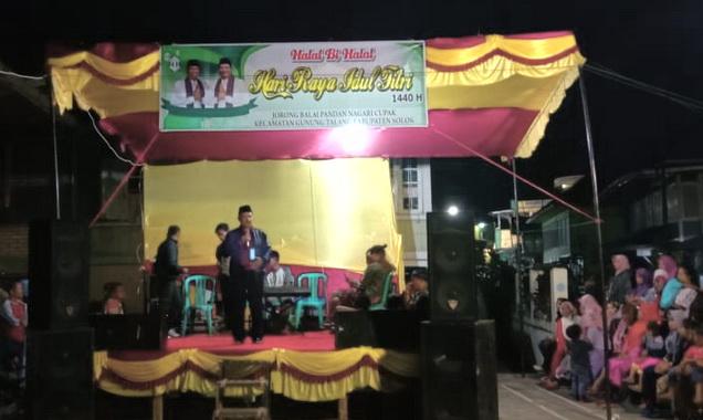 Wabup Yulfadri Nurdin saat memberi sambutan pada Halal Bihalal perantau Cupak