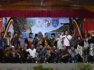 Walikota Riza Falepi bersama penguus Perwaliko Kota Padang Panjang.