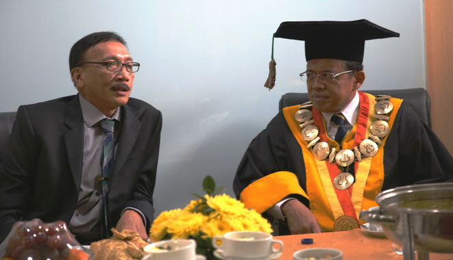 Bupati Hendrajoni bersama Rektor UNP, Prof. Ganefri.