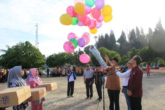 Bupati melepaskan balon Peringatan Harganas ke 26 Tahun 2019.
