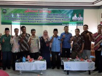 Foto bersama dengan Tim Penilai BUMNag Berprestasi Tingkat Sumbar 2019.