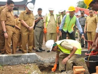 Gubernur Irwan Prayitno letakkan batu pertama.