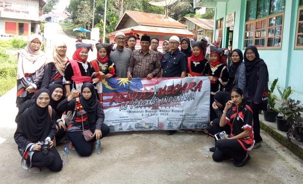 Kunjungan mahasiswa Malaysia ke Pospes Darul Ulum Padang Magek.