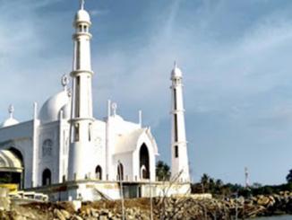 Mesjid yang dibangun Pemo Padang di Pantai Padang.