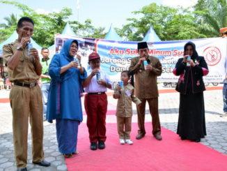 Peringatan HKP ke-47 Tingkat Kabupaten Sijunjung juga ditandai dengan gerakan minum susu anak sekolah.