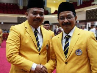 Prof Ermanto bersama Prof Zaim Yang digantikannya.