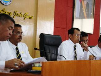 Rektor Prof Ganefri saat memberi pengarahan.