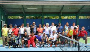 Tim tenis Pra PON pada uji coba di UNP.