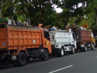 Truk sampah yang parkir di Dinas Kebersihan Kota Pariaman.