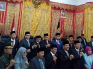 Anggota DPRD Kota Pariaman Periode 2019 - 2024 bersama Walikota dan Forkopimda.