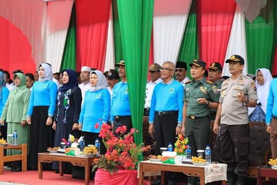 Bupati Pasaman H. Yusuf bersama Ketua TP PKK Pasaman dan Forokopimda saat pencanangan KB -Kes TNI dan Kampung KB di Kec. Duo Koto