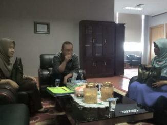 Drs. Alwis daat audiensi di ruangan Sekdaprov Sumbar.