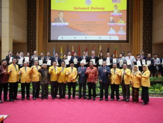 Foto bersama usai penandatanganan MoU.