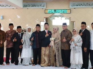 Foto bersama usai pernikahan.