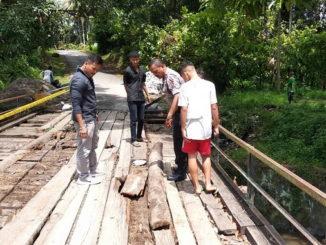 Jembatan di Sawah Sudut, Muara Panas yang rusak parah.