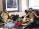 Kadiskominfo Kota Pariaman, Hendri bersama Wawako Erwin Yunaz.