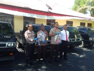 Kapolres AKBP Ferry Irawan bersama barang bukti pencurian.