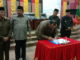 Ketua DPRD Sumbar Ir Hendra Irwan Rahim saat menandatangani nota kesepakatan Ranperda Rencana Tata ruang kawasan strategis Danau Singkarak