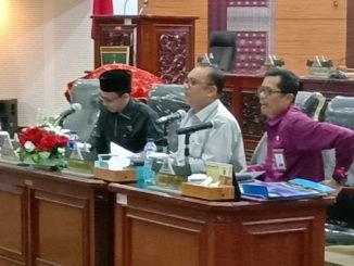 Ketua DPRD Sumbar Sementara Desrio Putra memimpin Rapat Silaturahmi dalam rangka untuk persiapan pembentukan alat kelengkapan Dewan