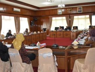 Komisi III DPRD Sumbar saat membahas APBD Perubahan dengan Mitra Kerja.