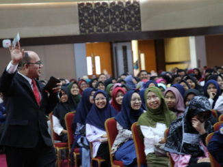 Mohammad Shatar Sabran saat memberi kuliah umum di UNP.