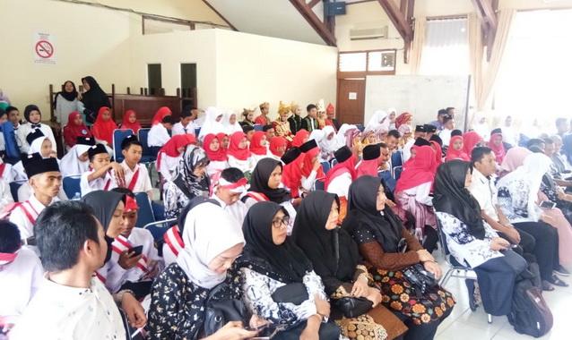 Para peserta lomba lomba vokal group lagu perjuangan yang digelar Dinas Pendidikan Kabupaten Sijunjung.