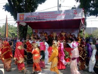 Pawai alegoris di Lubuk Basung.