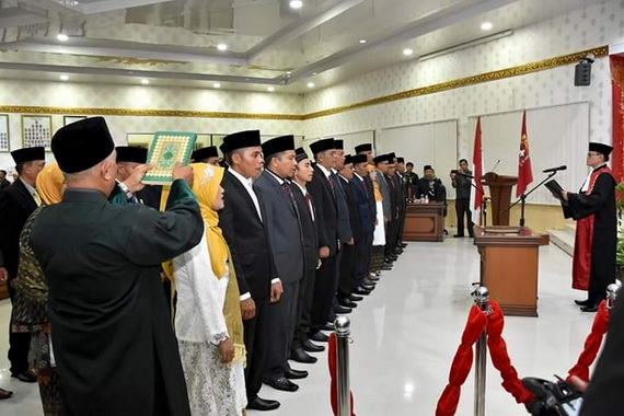 Pengambilan sumpah 45 Anggota DPRD Kab. Agam Periode 2019 0 2024.