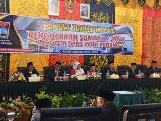 Pengucapan sumpah Anggota DPRD Kota Padang.