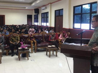 Prof Syahrial Bakhtiar saat memberi sambutan.