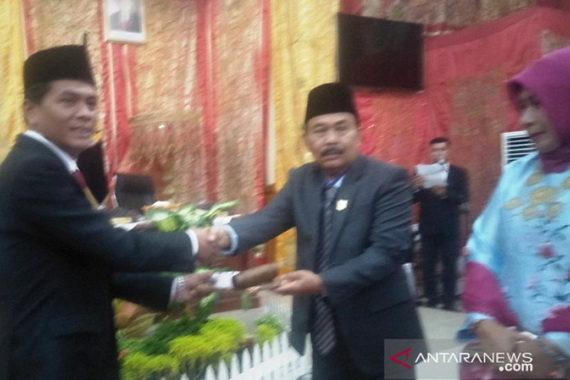 Serah terima jabatab Ketua DPRD Kta Pariaman.