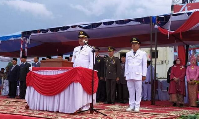 Wabup Ami Taher saat menjadi Inspektur Upacara pada penurunan bendera pusaka di Siulak.
