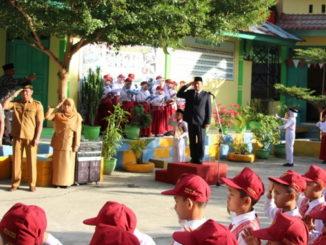 Wabup Yulfadri saat jadi Inspektur Upara di MIN 2 Solok.