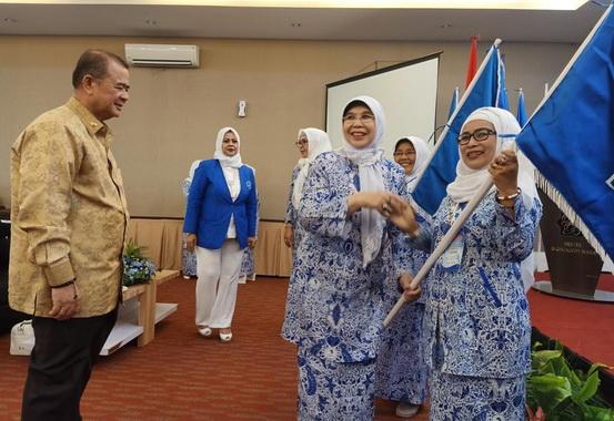 Wagub Nasrul Abit aat menghadiri Rakrr ke IV IWAPI Sumbar,