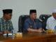 Wagub Nasrul Abit bersama pengurus Mesjid Raya Sumbar.