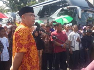Wako Payakumbuh saat melepas CJH Payakumbuh 13 Juli 2019 lalu.