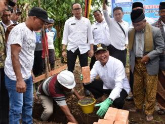 Wako Riza Falepi meletakkan batu pertama pembangunan kantor CamatPayakumbuh Utara.