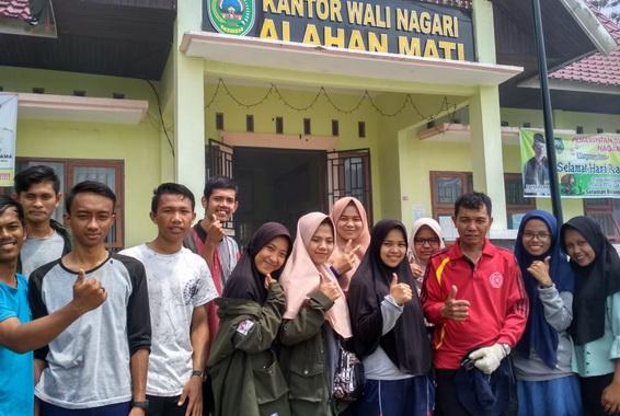Wali nagari alahan mati bersama dengan mahasiswa UIN Imam Bonjol Padang KKN di wilayah Kabupaten Pasaman.