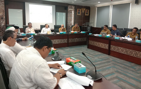 Komisi V DPRD Sumbar saat membahas Ranperda Rancana Induk pengembangan kepariwisataan