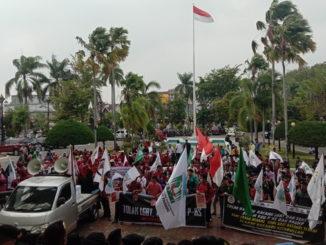 AMPU saat melakukan unjuk rasa di DPRD Sumbar.
