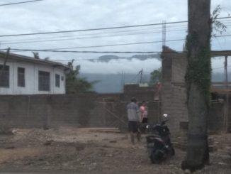 Bangunan yang menyalahi aturan di jalan By Pass Kota Solok.