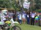 Bupati Gusmal mengibarkan bendera start Event Jelajah 9 Puncak Dilam Di Nagari Dilam Kecamatan Bukit Sundi.