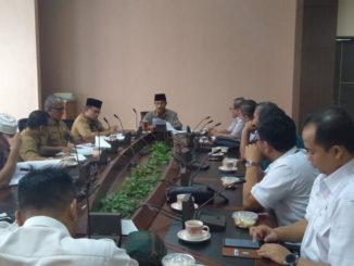 Bupati Pasaman H.Yusuf Lubis ketika terima kunjungan Dewan Komisaris dan Manajer PT Petrokimia,