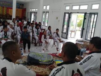 Coatcing clinic Tarung Drajat di Padang Pariaman.