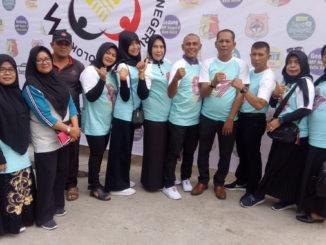 Efriyon Coneng bersama sebagian alumni SMP Negeri 2 Kota Solok.