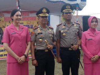 Foto bersama Kapolres baru dan lama Kab. Kepulauan Mentawai.