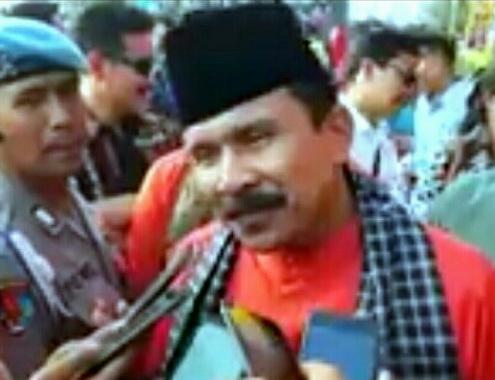 Irjen Pol Fakhrizal saat diwawancarai wartawan.